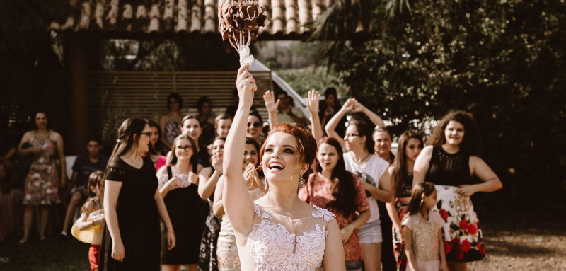 Interesting bouquet throwing ceremony